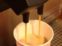香り立つコーヒ。150円でおかわり自由です(10:00〜23:00)