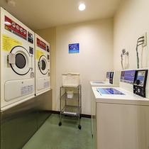 コインランドリーは洗濯機・乾燥機各2台ずつございます