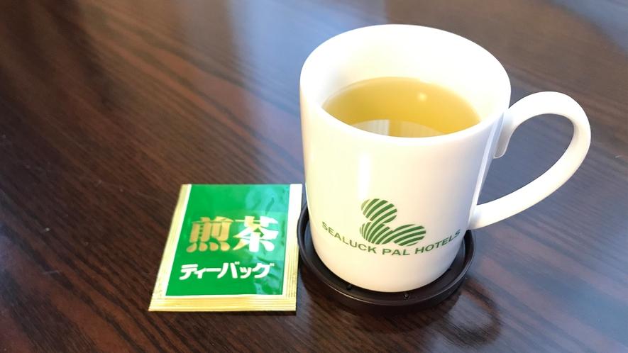 お部屋にティーカップとお茶をご用意しております