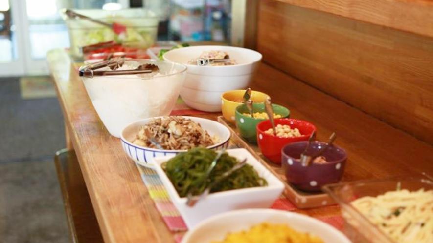 *食事一例/栄養たっぷりのサラダバーもご用意しております。