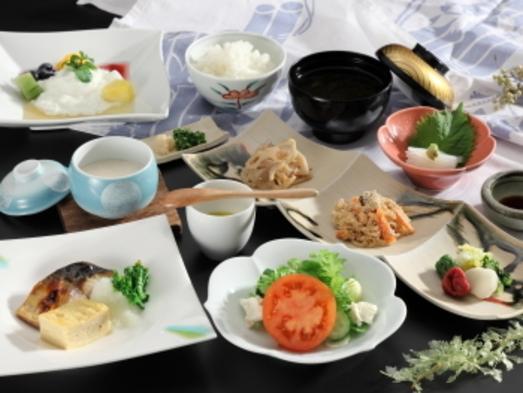 【片泊まり・一泊朝食付きプラン】3つの源泉かけ流し貸切風呂と美味しい朝食!
