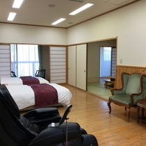 マッサージ機付きの特別室で休日をごゆっくりお寛ぎください。ベッドはシモンズ社製です。