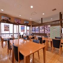*軽食コーナー/ラーメンやソフトクリーム、飲み物などが揃う、小腹が空いた時はこちらの軽食コーナーへ!
