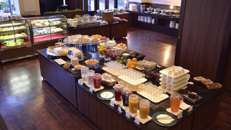【楽パックイチオシ】全室オーシャンビューバルコニー付、広々58平米/朝食ブッフェ付