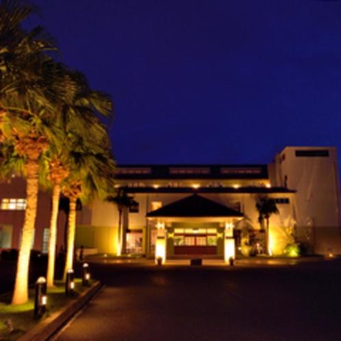 外観夜景 沖縄エグゼス石垣島 のんびりとした空間と時間をお愉しみ下さい。
