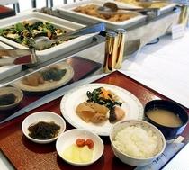 和洋琉ビュッフェ形式の朝食