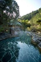山間の露天風呂:しいばの湯