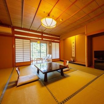 【鶴仙渓に面した純和風客室 12.5畳】ご家族利用も広々と