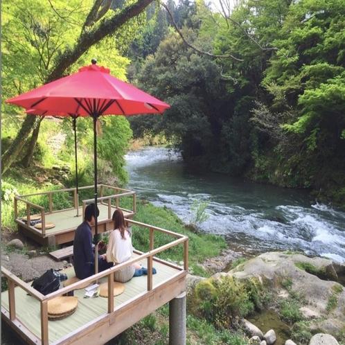 【川床】渓流のすぐそばで食べるスイーツは絶品!