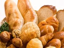 朝焼き立ての手作りパン
