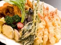 地野菜などの揚げたて天ぷら