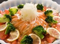 地野菜のサーモンサラダ