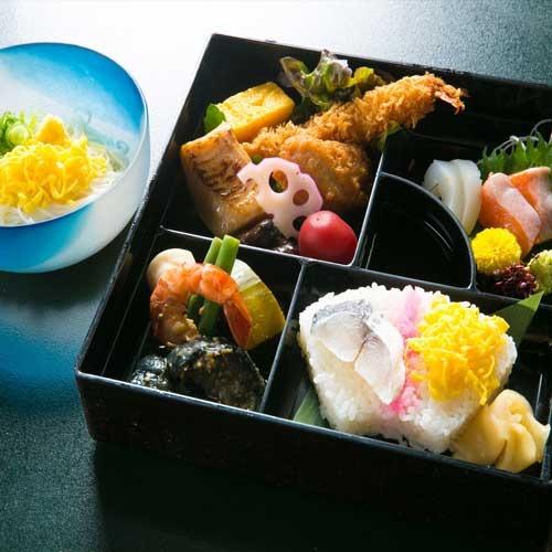 地元の素材を楽しむ夕食(2000円相当のコース)