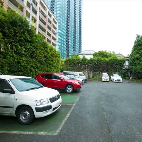 無料駐車場を完備しております。(先着10台・高さ制限なし)