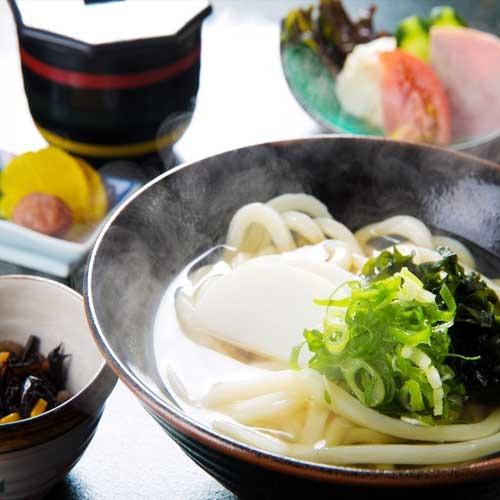本場のコシのある香川スタイルの朝食「讃岐うどん定食」