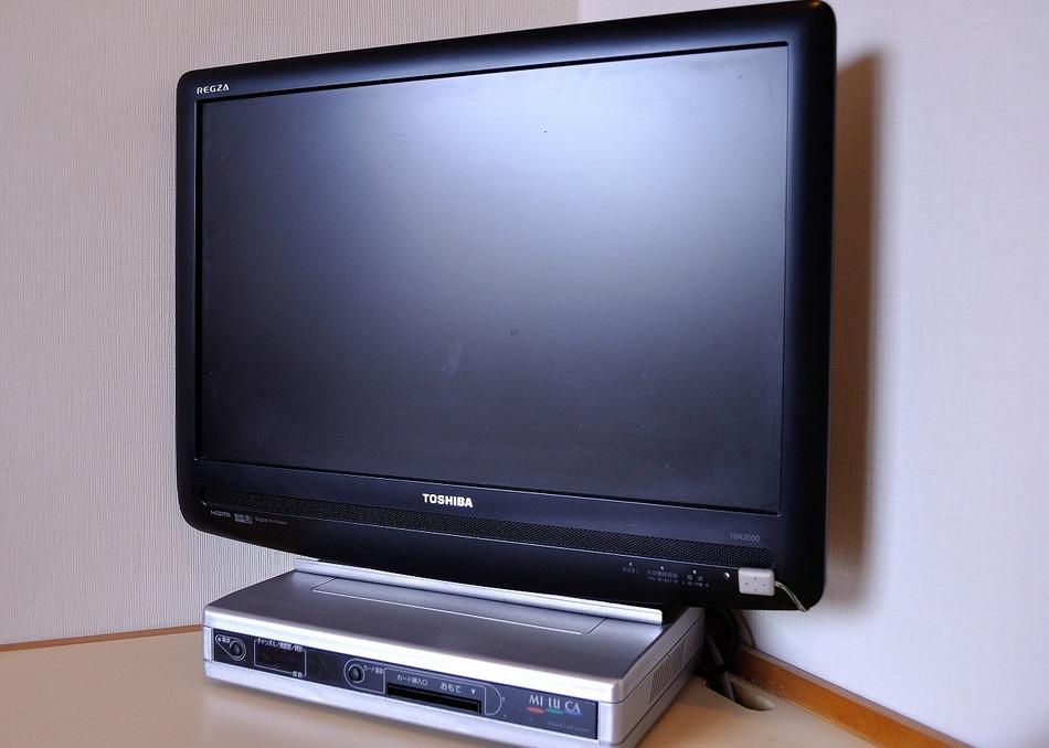 TVセットは東芝 REGZA