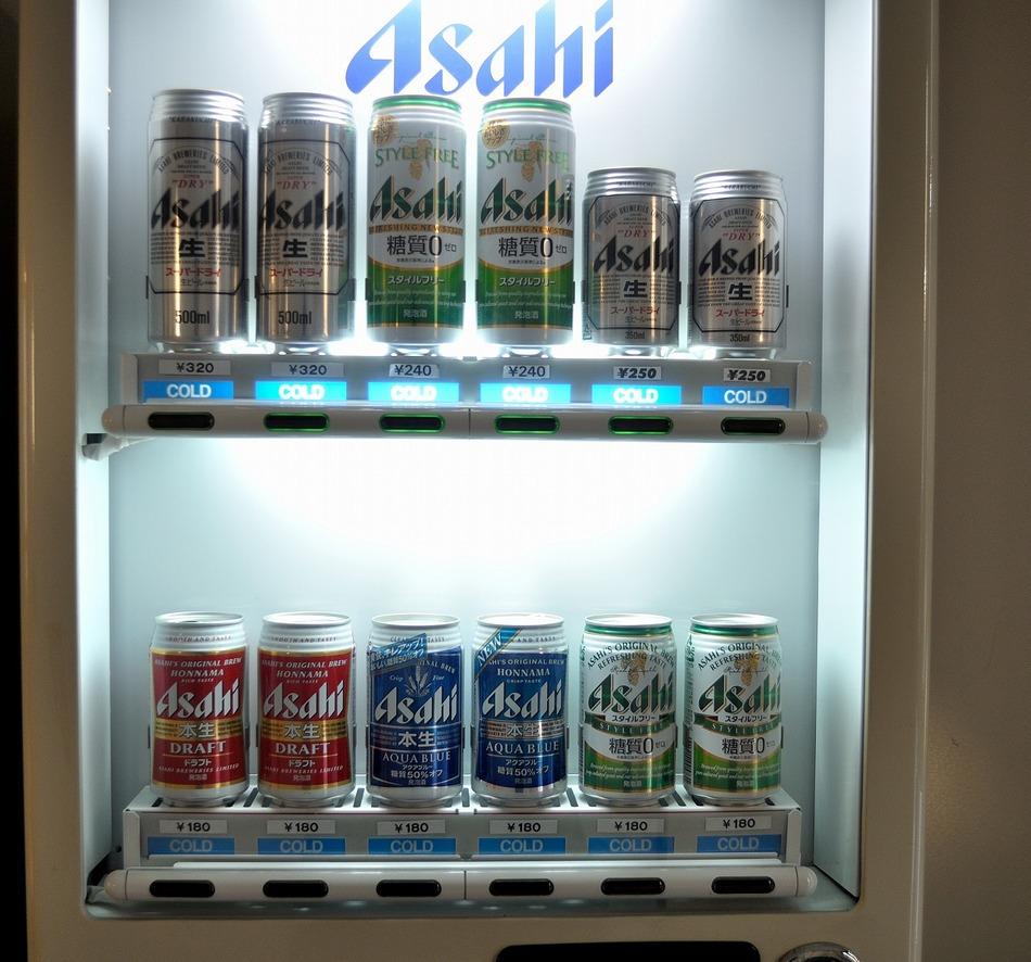 ビール、発泡酒の自販機はロビーにございます