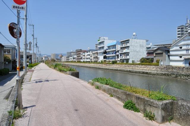 江の口川沿い遊歩道