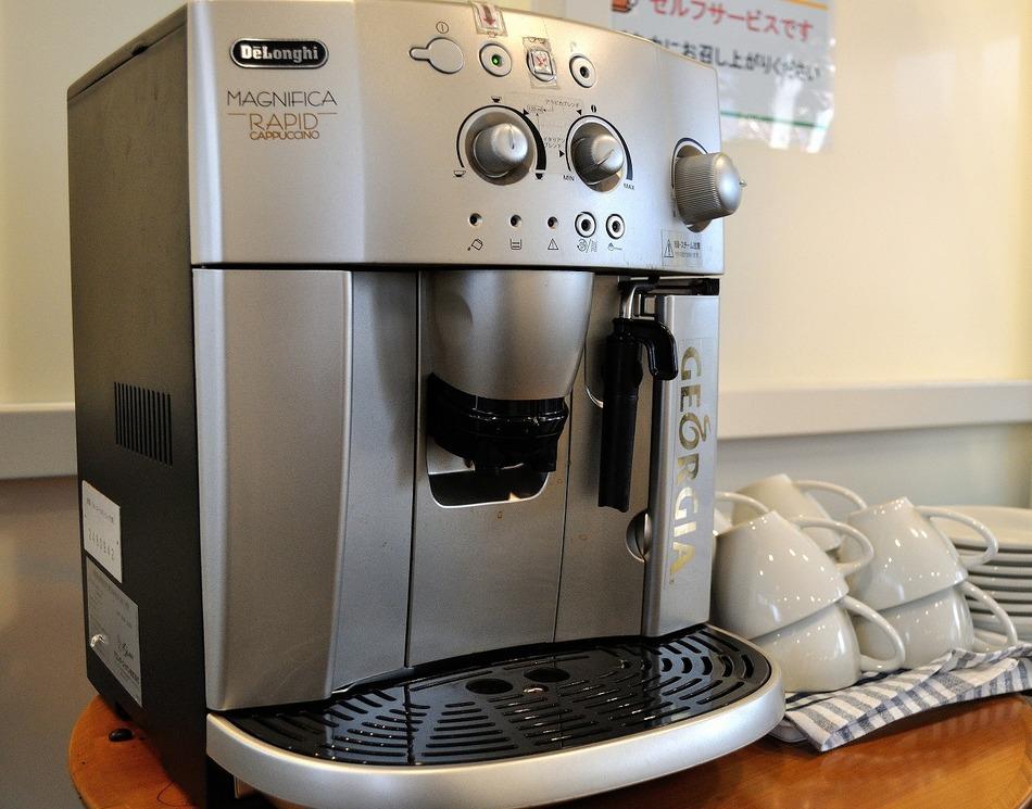 デロンギ社製コーヒーマシン ご自由にお召し上がりください
