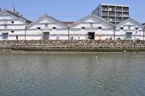 ホテルの近く、江の口川沿いの倉庫群、中はギャラリー