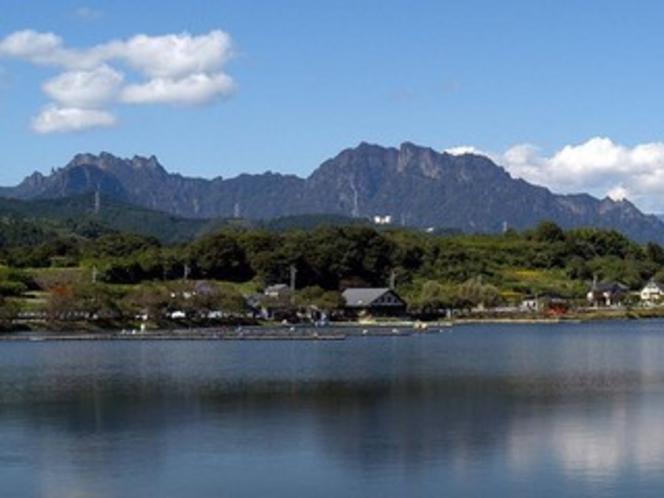 丹生湖と妙義山