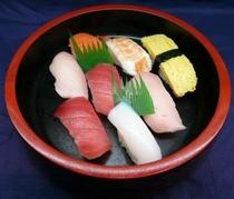 【寿司盛り合わせ 700円】