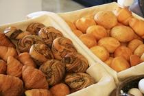 【朝食 焼きたてパン】毎朝焼きたてのパンをご提供しております ♪