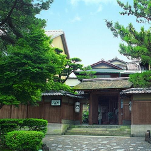 南禅寺参道に面した玄関
