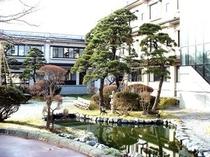 自慢の日本庭園【雪解け〜春】