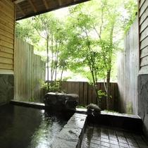 【大浴場】男湯の床涼み(とこすずみ)かけ流しの外湯と内湯があります。