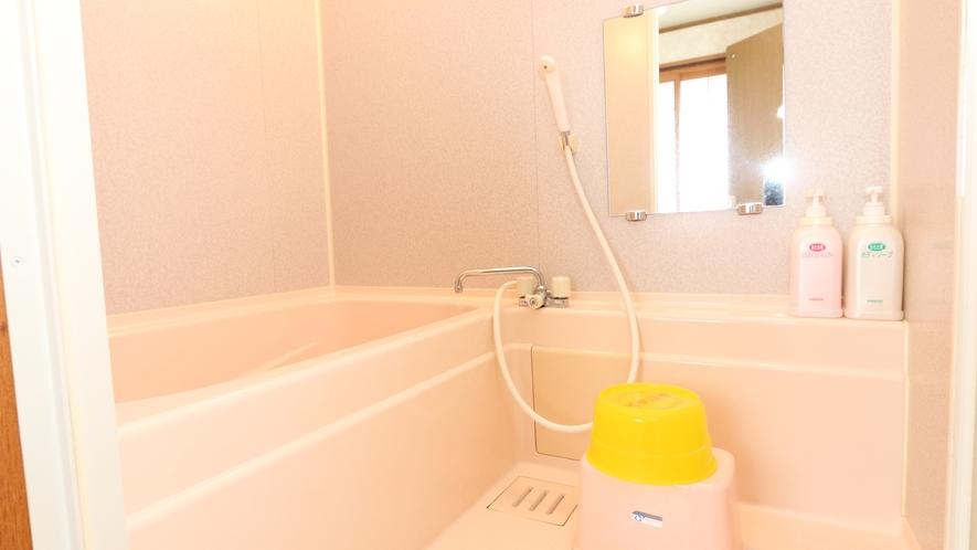 山荘の洋室・和洋室には全室洗面・トイレ・バス付きのお部屋です♪