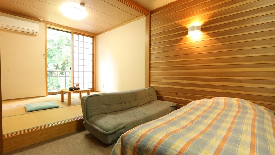 和洋室のお部屋。アットホームな空間でゆっくりお過ごしください。