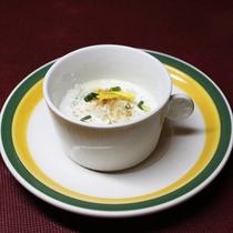 【夕食例】あたたかいスープで体も温まります。