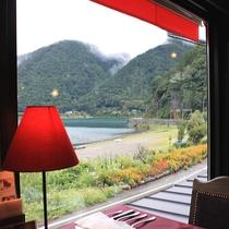 【西湖】当館の目の前に広がる、雄大な西湖の風景