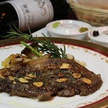 【夕食例】柔らかなお肉料理…盛り付けにもこだわっております。