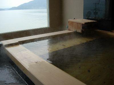 スイートの檜露天風呂