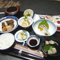 【夕食】洋室はお食事処にて、和室はお部屋食またはお食事処から
