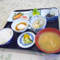 【朝食】ごはん、お味噌汁、焼き魚など定番の和定食をご用意いたします。