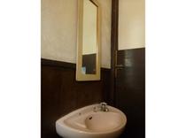 トイレ:各階にあります。2回には男性専用があります