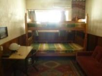 【3階個室】2段ベッドとソファ-ベッドがあり、3名様までお泊り頂けます。