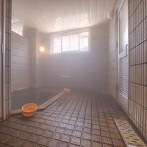 """*小浴場(男湯)/""""薬湯・不老泉""""として親しまれる小浴場は、体の芯からポカポカと暖まる湯として人気!"""