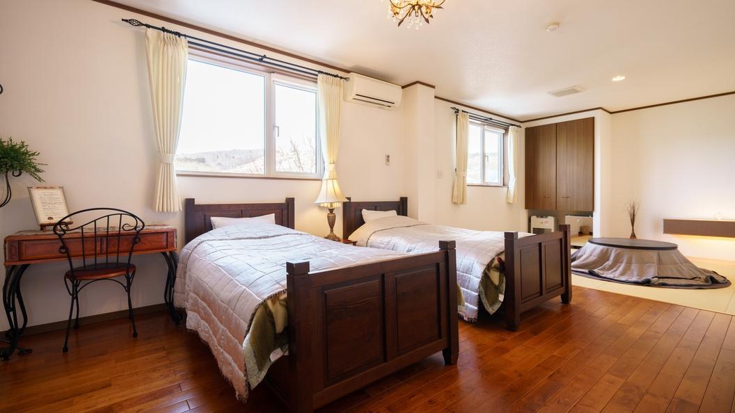*【和洋室一例】ツインベッドと畳スペースがあるグループさんにオススメのお部屋。