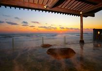 日本一早い初日の出を露天風呂から