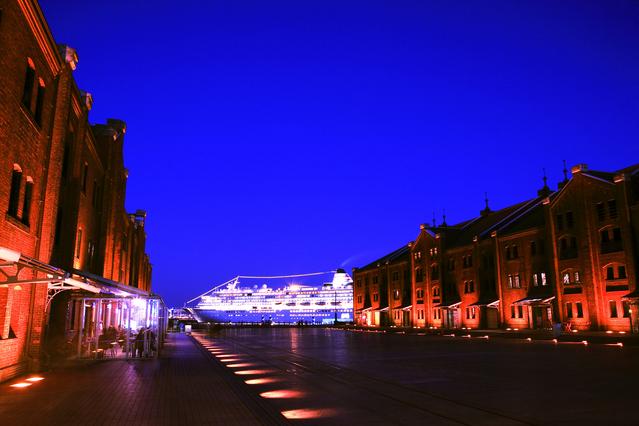 横浜『赤レンガ倉庫』の夜景です