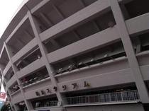 『横浜スタジアム』へはホテルより京浜東北線を使うと30分程度で到着出来ます。関内駅で下車。