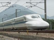 東海道新幹線は、新横浜、品川の両駅が利用可能です。
