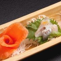 【お料理一例】川魚のお刺身です。姫鱒、岩魚などご堪能ください。※季節・コースによって変わります。