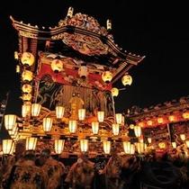 【冬】秩父夜祭は日本三大曳山祭の一つ。提灯の山車の曳き回し・花火大会で知られています。