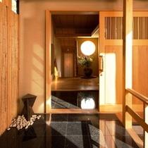 【離れかぐや・入口】当館のコンセプトである「竹取物語」を体現した、離れ「かぐや」の入口。