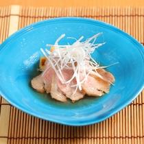 【ご夕食一例】秘伝だし使用の鴨ロース煮。くせがなく、噛むごとに味わいが染み出してきます